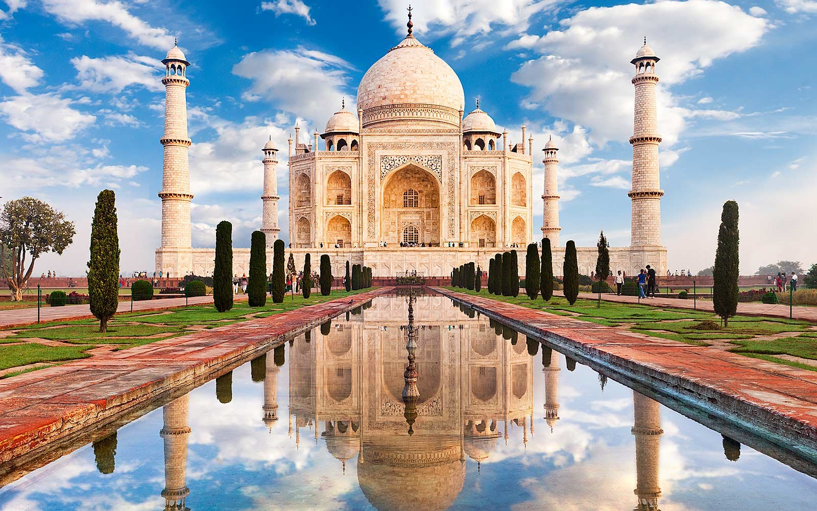 Tour of Taj Mahal, Agra Fort, Baby Taj, Fatehpur Sikri and Abhaneri Step Well from Jaipur